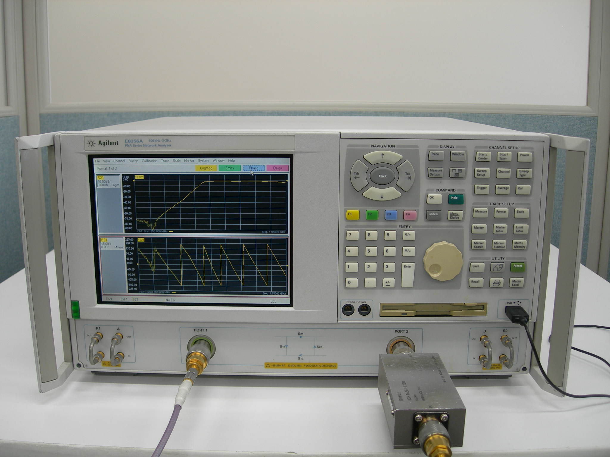 Agilent/HP E8356A 網路分析儀  300KHz~3GHz Network Analyzer
